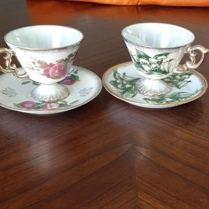 2 vintage tea cups